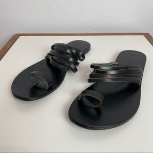 BAND OF GYPSIES Black Leather Toe Strap Sandals 10